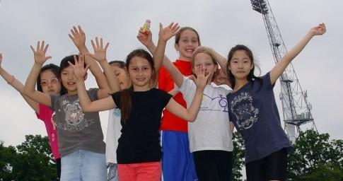 phoca_thumb_l_sport-day_wis-girls-on-podi