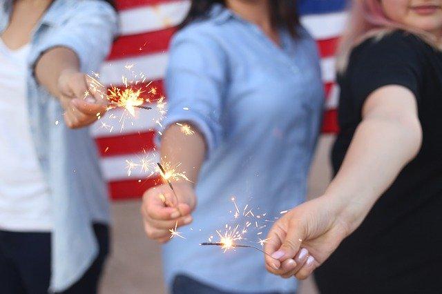 sparklers-828570_640